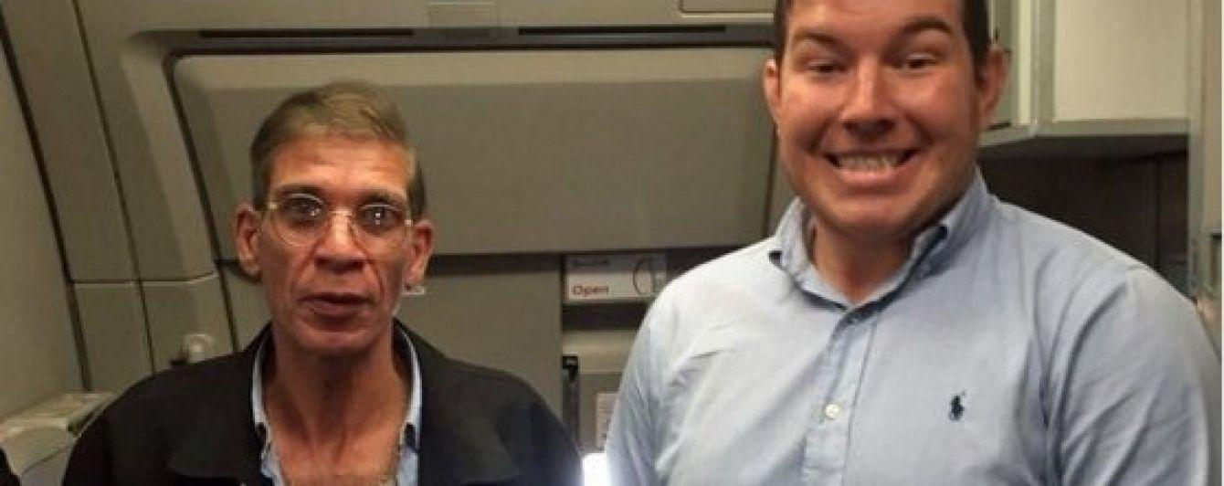 """У Мережі з'явилося відео, як пасажир EgyptAir зробив """"найкраще селфі усіх часів"""" з викрадачем"""