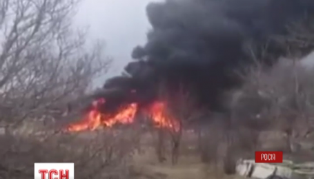 В Приморском крае России военный самолет упал на частный сектор