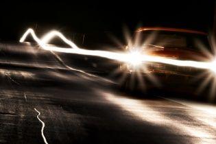 Поліція нагадала водіям про штрафи за вимкнені вдень фари поза містом