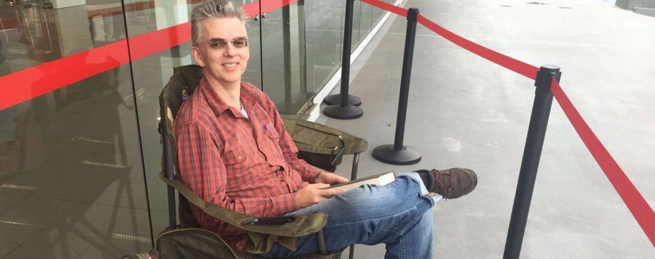 Австралиец создал живую очередь за Tesla Model 3