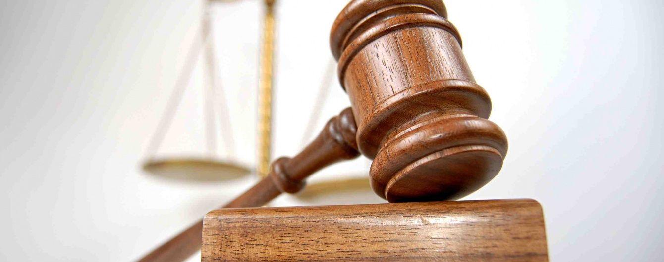 Суд відпустив додому затриманого з хабарем у $ 50 тисяч працівника НБУ
