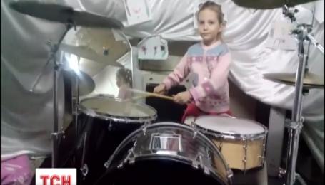 Семилетняя украинка пробилась в финал всемирного конкурса барабанщиц