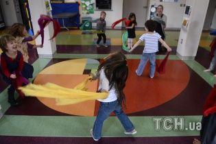 """Вчені знайшли спосіб, як за допомогою """"інстинктів ходьби"""" допомогти дітям з церебральним паралічем"""