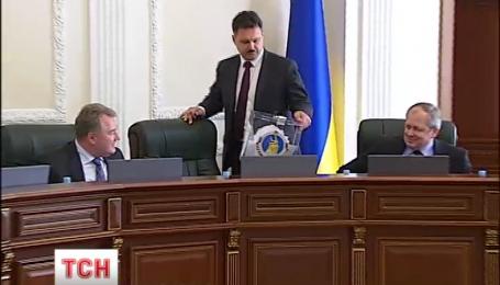 Судья Макаровского суда Владислав Оберемко скрылся в декретный отпуск