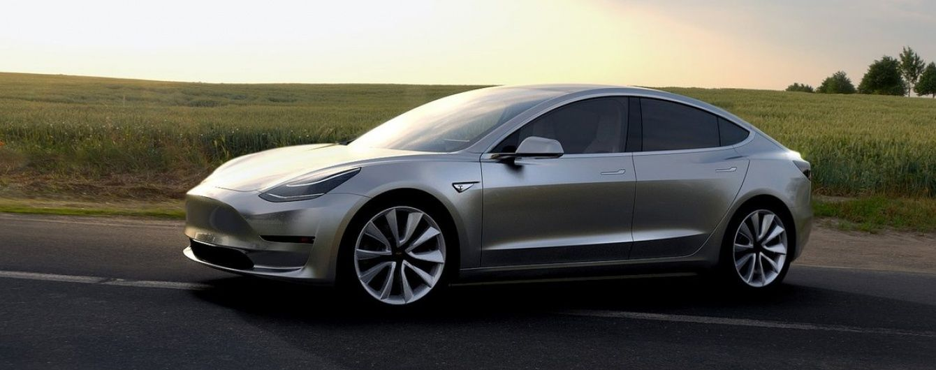 Tesla получила 276 000 предварительных заказов на новую Model 3