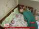 На Сумщині мініатюрна молода жінка народила трійню