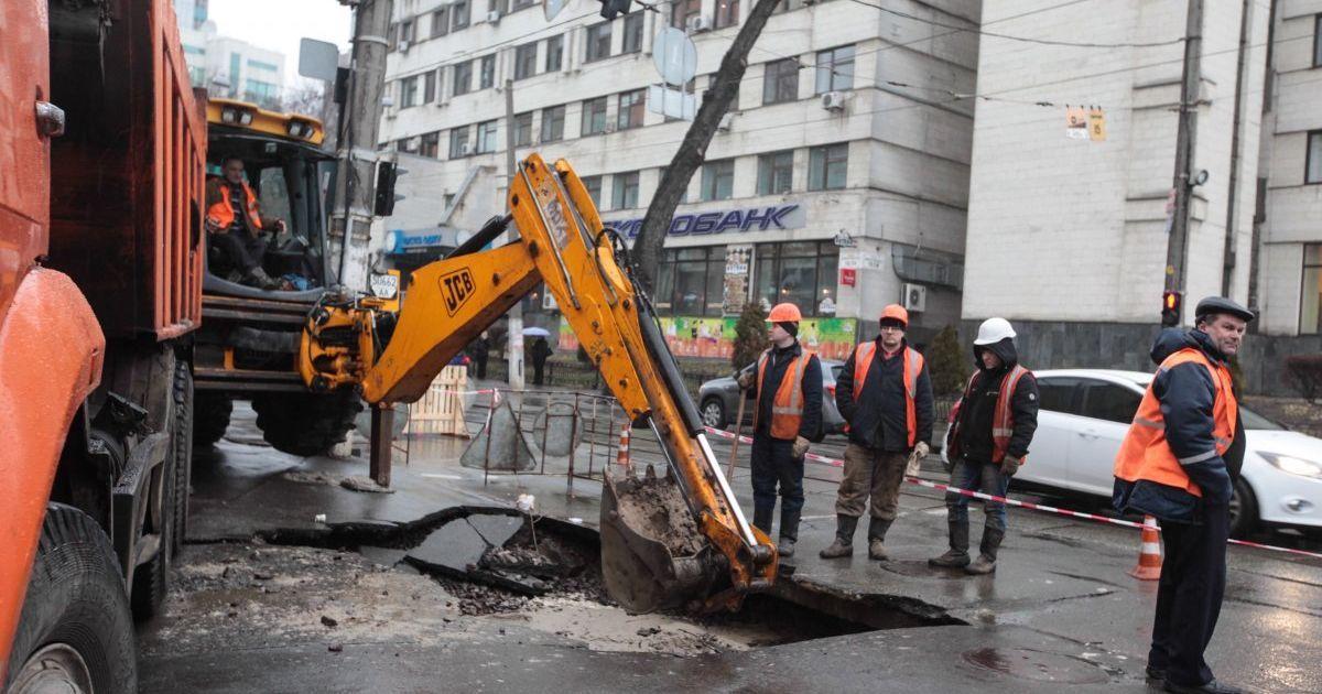Зі снігом наступної весни асфальт не зійде. Кличко пообіцяв відремонтувати у Києві 52 дороги