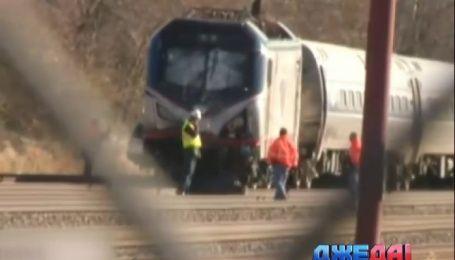 В США поезд на большой скорости протаранил экскаватор