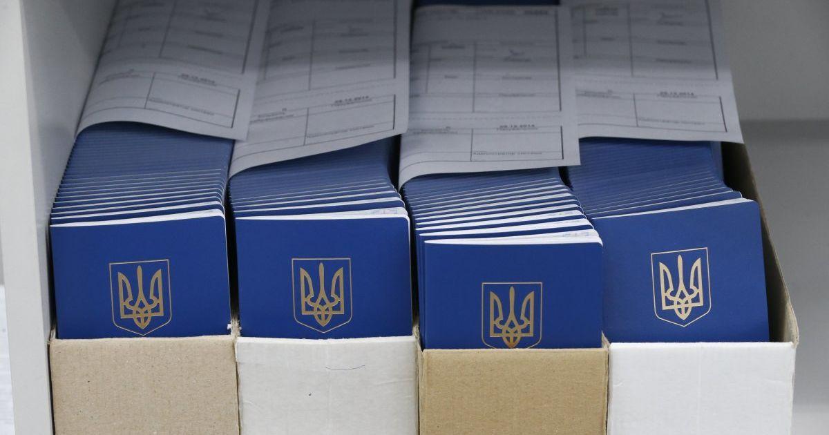 В Україні дозволили змінювати по батькові: скільки людей скористалося послугою