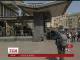 """Несколько сотен спецназовцев взяли в осаду гостиницу """"Лыбидь"""" и задержали около 40 человек"""