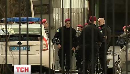 Угнать за 22 минуты: в полиции рассказали подробности исчезновения элитных авто из райотдела