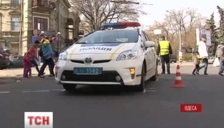 В Одессе патрульные сбили пешехода на регулируемом пешеходном переходе