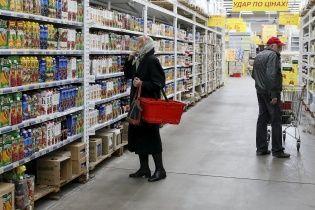 Украинцы тратят на еду больше половины своих доходов