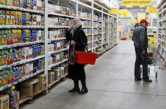 Українці витрачають на їжу більше половини своїх доходів