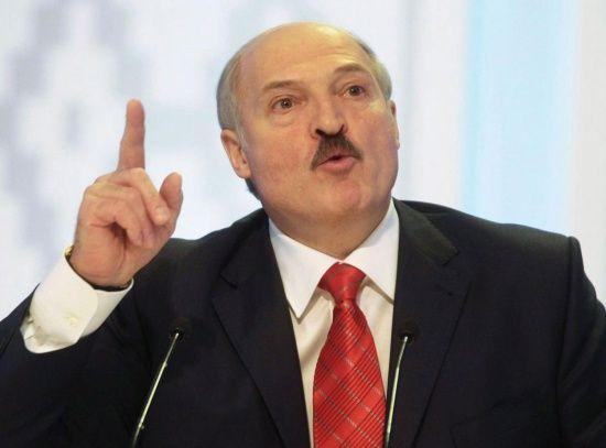 """Лукашенко розповів, """"як потрапляє до Білорусі нелегальна зброя з України"""""""