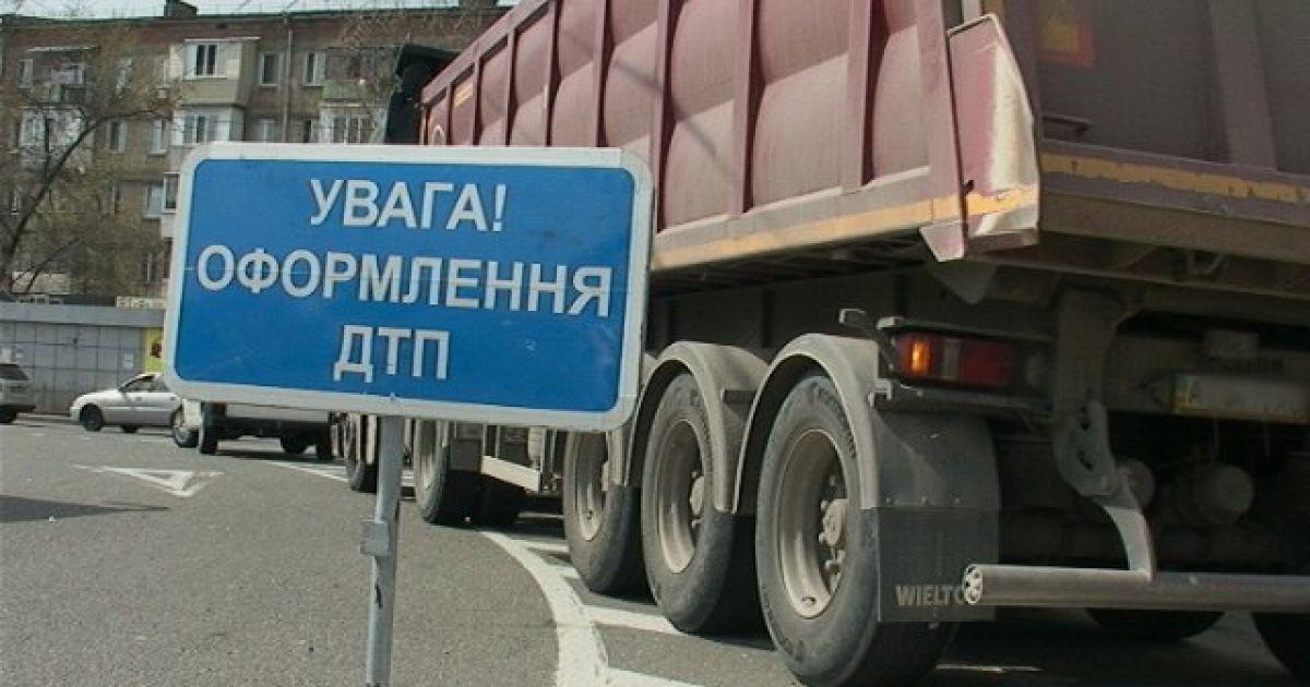 В Киеве пенсионерка выжила после аварии с грузовиком, но умерла от сердечного приступа