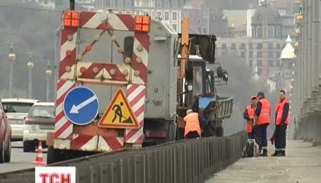 В столице ремонтируют мосты
