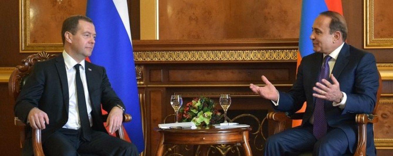 Вірменія просить Росію не продавати зброю Азербайджану
