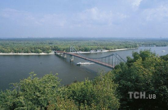 У Києві через ремонт обмежать рух мостом на Труханів острів
