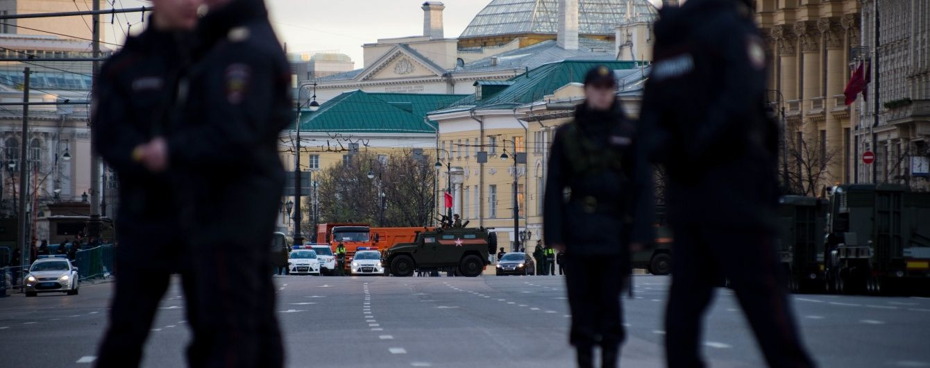 У Росії масово б'ють людей та спалюють машини навіть за демотиватори з Путіним - ЗМІ