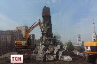 У Харкові демонтують залишки стійкого пам'ятника Леніну