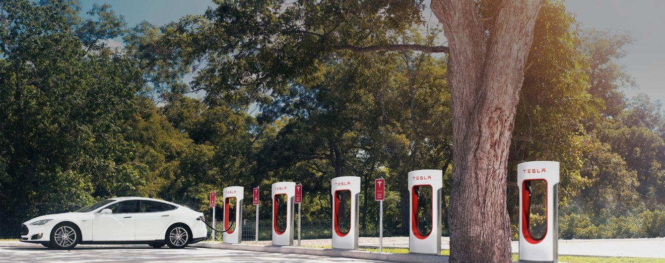 Tesla побудує електрозаправки на трасі Київ-Львів