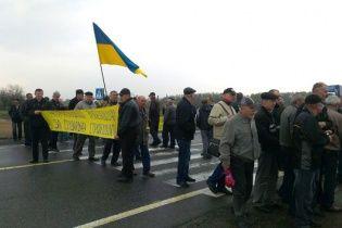 На Полтавщине чернобыльцы перекрыли трассу государственного значения Киев-Харьков