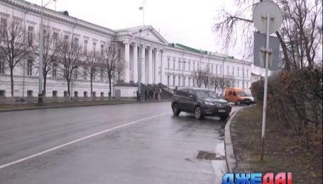 Полтавские депутаты требую сделать из парка парковку для своих авто