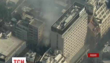 В історичному районі Токіо вогонь охопив кілька будівель