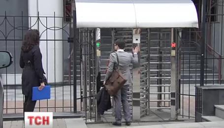 Министерство юстиции установило на входе турникет стоимостью более 150 тысяч гривен