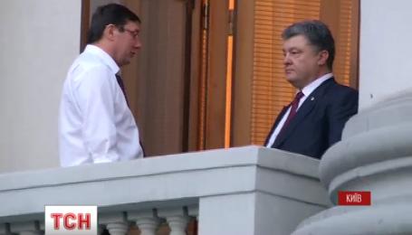 Ночные, уже традиционные, переговоры на Банковой проводит Петр Порошенко
