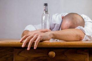 На Николаевщине возросло количество жертв водки-убийцы