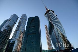 У московському бізнес-центрі з сотого поверху випав чоловік