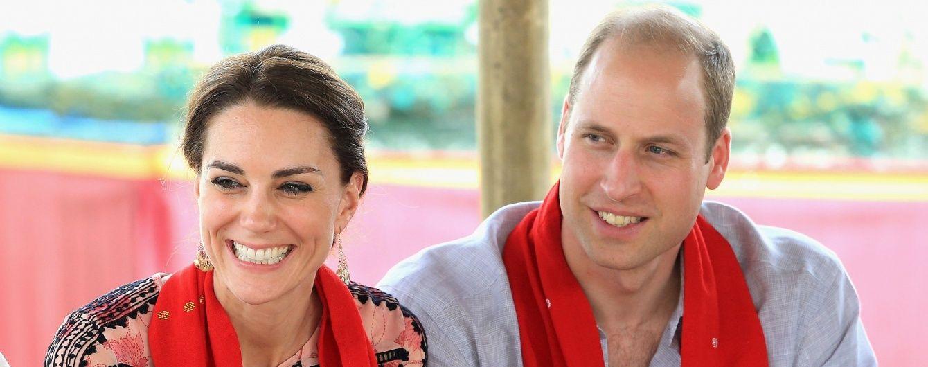 Новый день - новый наряд: герцогиня Кэтрин в платье Topshop на встрече с индийскими жителями