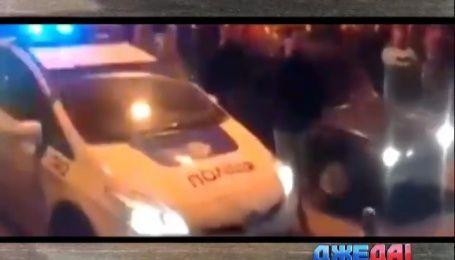 Одесские копы на служебной машине устроили гонки посреди улицы