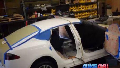 Энтузиасты из американского тюнинг-ателье пытаются с «Теслы» сделать лимузин