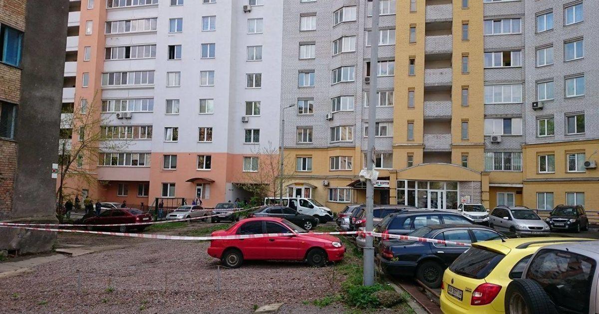 У Києві на вулиці Краснова стався вибух – вибухнуло авто ВАЗ @ Фото Івана Воробйова/ТСН