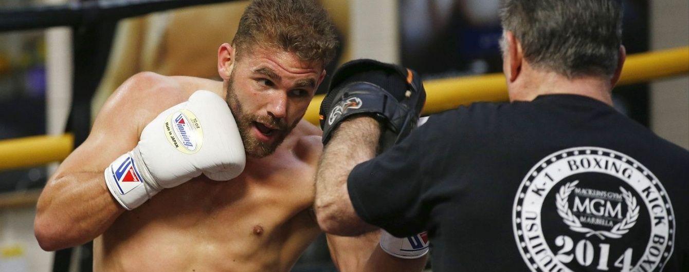 Суперник боксера Бурсака заявив, що травмувався під час мастурбації