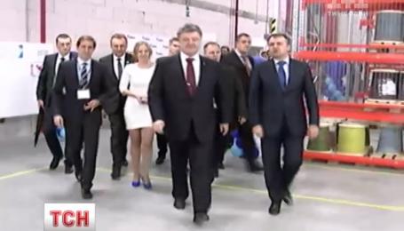 Минские договоренности должен обсудить сегодня по телефону Порошенко с Меркель и Олландом