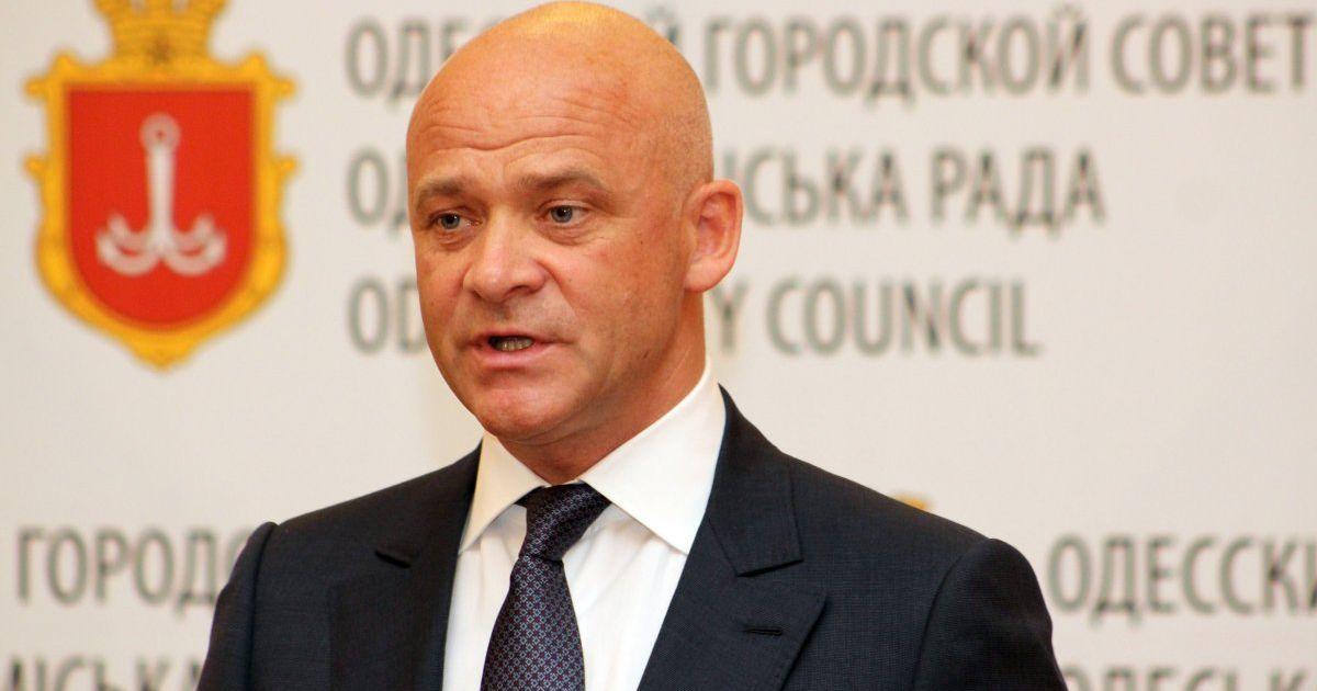 После возвращения в Украину мэра Одессы Труханова сразу же задержали в аэропорту