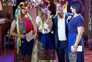 У Мережі розгорілися дебати через дружину Пєскова у вишиванці та з жовто-блакитними стрічками