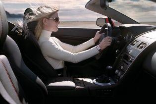 Почему в США не шутят о блондинках за рулем
