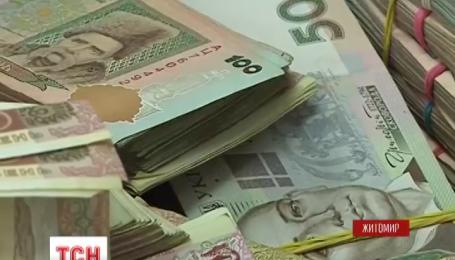 В Житомире двое мужчин-иностранцев выманивали у людей деньги
