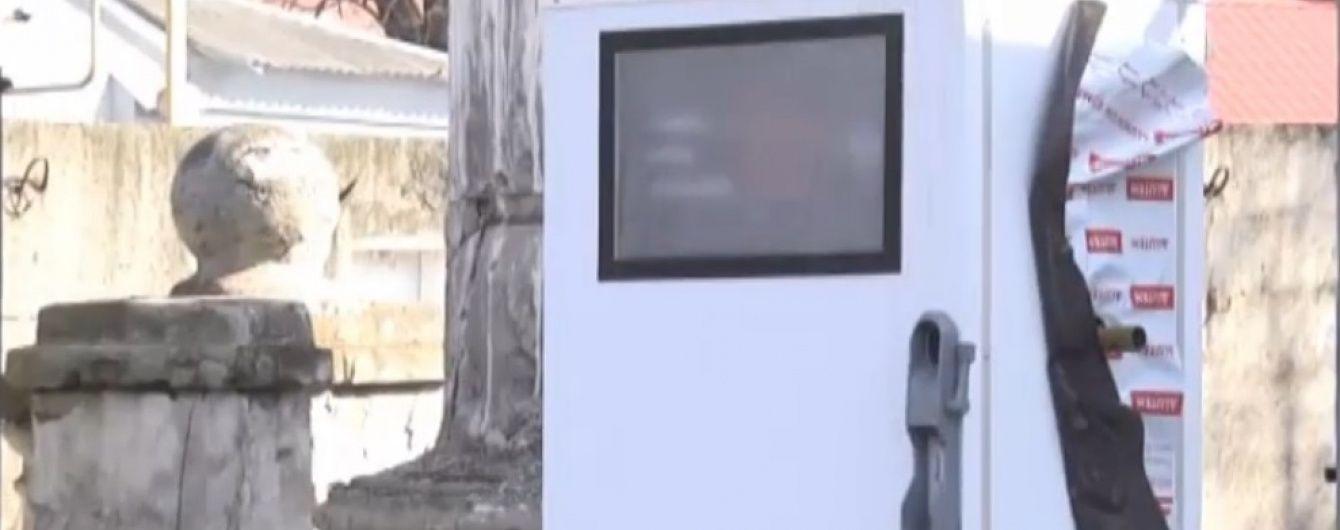 В Днепропетровске на кладбище появилась АЗС
