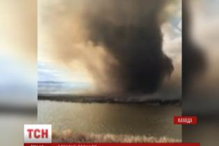 У Канаді пожежники дивом врятувалися від вогняного торнадо