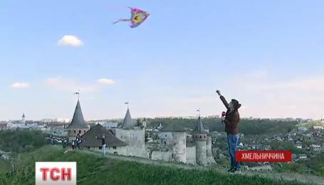 В Хмельницкой области провели первый фестиваль воздушных змеев