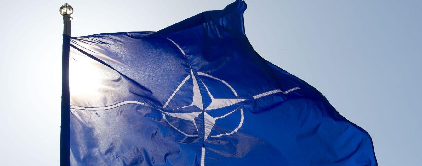 Парубий подписал закон о курсе Украины на вступление в ЕС и НАТО