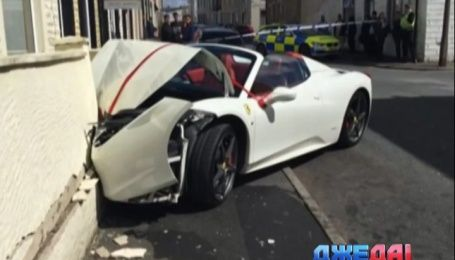 Богатый неудачник арендовал Ferrari на свадьбу и благополучно его разбил