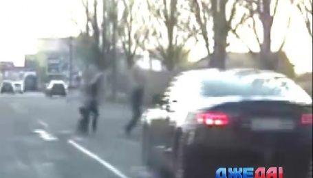 В Днепропетровске патрульные нашли женщину, которая едва не сбила насмерть трех пешеходов
