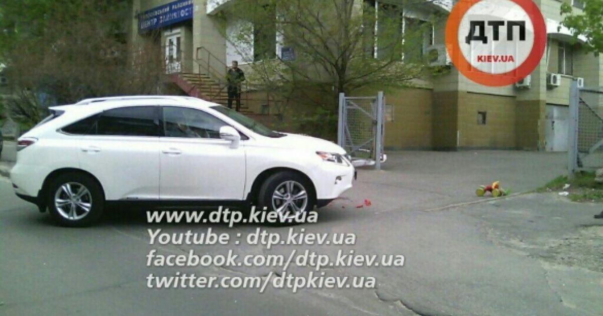Моторошна ДТП у Києві: жінка на Lexus двічі переїхала дитину